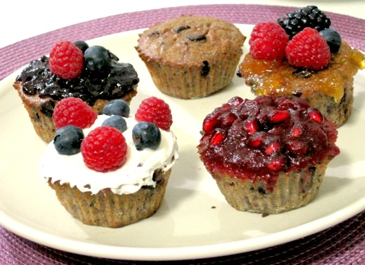 BANANA TRIPLE BERRY ALMOND CHOCOLATE CHIP CUPCAKES 01